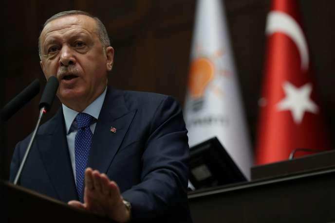 Le président turc, Recep Tayyip Erdogan, devant les élus de l'AKP, à Ankara, le 16octobre.