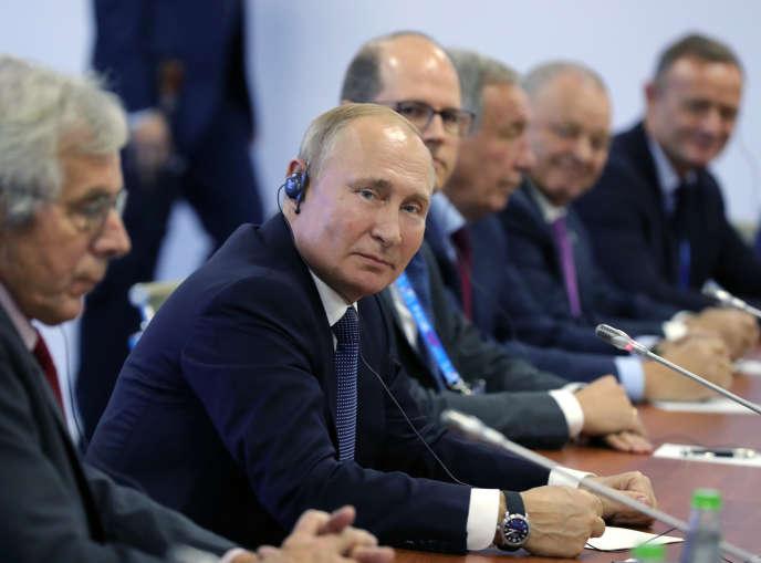 Le président Vladimir Poutine en réunion à Nijni Novgorod, Russie, le 10 octobre.