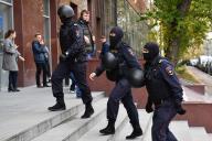 Perquisition au siège de l'organisation de l'opposant russe Alexei Navalny, à Moscou, le 15 octobre.