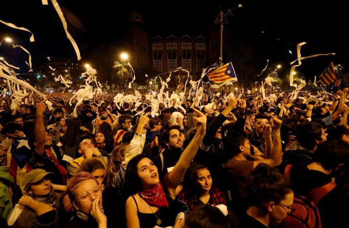 Manifestation à Barcelone contre le verdict qui juge anticonstitutionnel le référendum pour l'indépendance de la Catalogne, le 16 octobre.