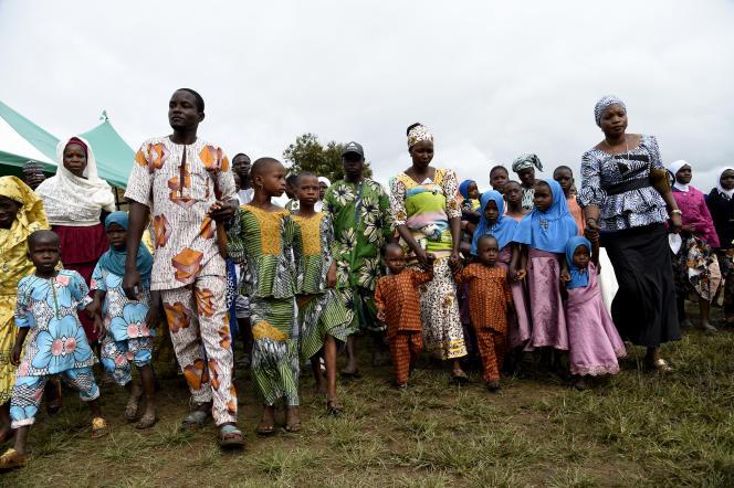 Le village d'Igbo-Ora, dans le sud-ouest du Nigeria, fête tous les ans en octobre les jumeaux. Le pays Yoruba aurait un taux de naissance gémellaire très supérieur au reste du monde.