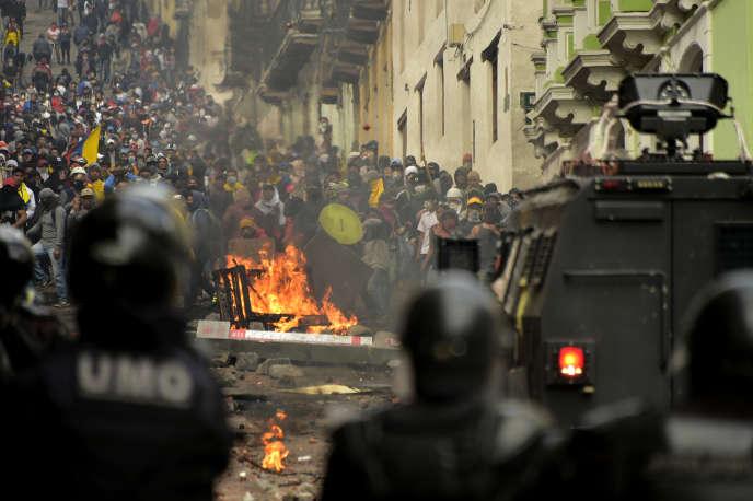 Affrontements entre les manifestants et les forces de l'ordre à Quito, le 9 octobre.