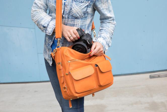 Un sac à main photo n'est pas idéal pour transporter un équipement lourd, mais il offre un look plus agréable.