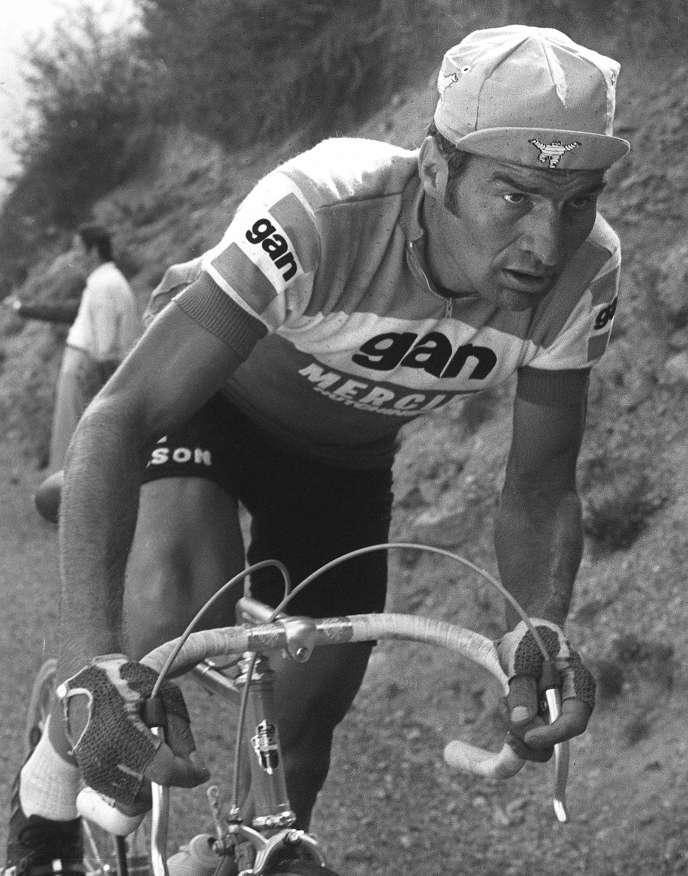 Raymond Poulidor lors de la 16e étape du tour de France, le 15 juillet 1974.