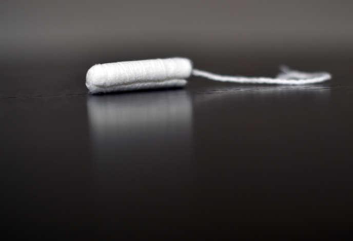 Dans son rapport, Patricia Schillinger propose la mise à disposition gratuite de protections menstruelles pour les sans-abri, les détenues, et les plus jeunes (adolescentes et étudiantes).