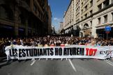 Une manifestation mobilisation étudiante a rassemblé 25 000 personnes dans l'après-midi, à Barcelone, jeudi 17 octobre.