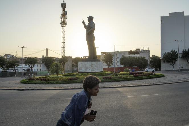 A Maputo, la statut du premier président ldu Mozambique indépendant, Samora Machel.