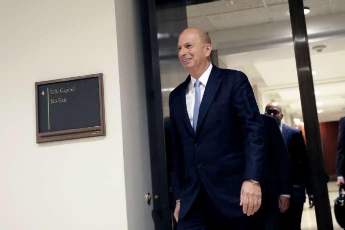 L'ambassadeur Gordon Sondland lors de son arrivée pour une audition au Congrès, le 17 octobre.