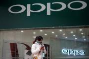Devant une boutique Oppo, dans un centre commerical de Shanghaï, en mars.