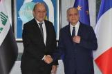 Le ministre des affaires étrangères Jean-Yves Le Drian, et le chef de la diplomatie irakienne, Mohamed Ali Al-Hakim, à Bagdad, jeudi 17 octobre.