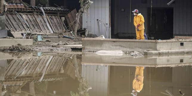 Typhon au Japon: le gouvernement envisage un report du défilé impérial du 22octobre