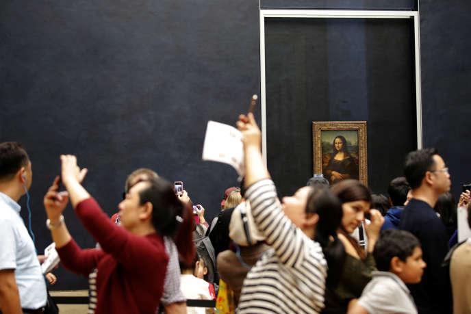 Au musée du Louvre, dans la salle de « La Joconde», de Léonard de Vinci, le 7 octobre.