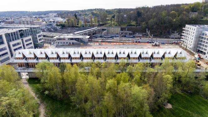 Au premier plan, le nouveau siège social de Nature et Découverte dans l'anciennehalleSernam, vu coté parc (le 16 septembre 2019).
