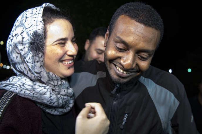 La journaliste marocaine Hajar Raissouni et son fiancé Rifaat Al-Amine à la sortie de la prison de Salé, près de Rabat, le 16 octobre 2019.