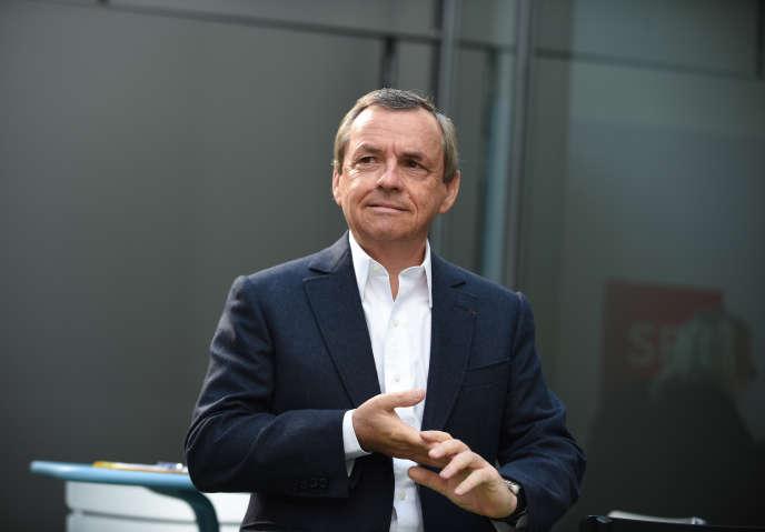 Le propriétaire de« L'Express», Alain Weill, à Paris, le 11 avril.