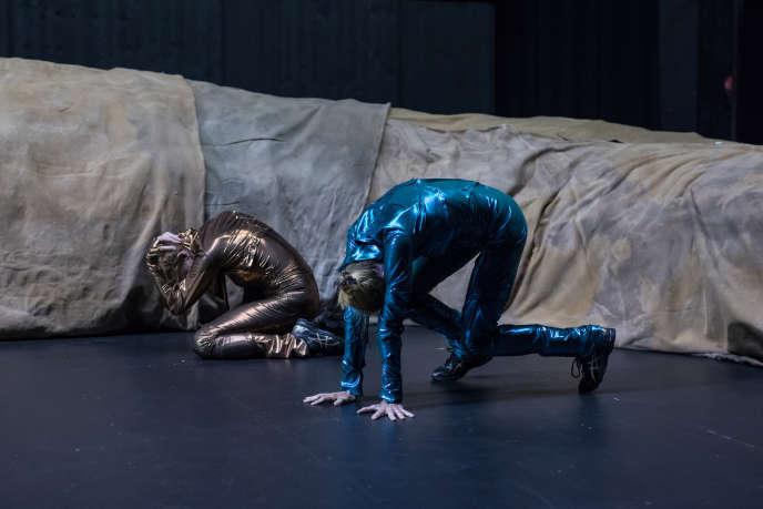 Maria Ribot etMathilde Monnier dans «Please Please Please» deMaria Ribot, Mathilde Monnier et Tiago Rodrigues.