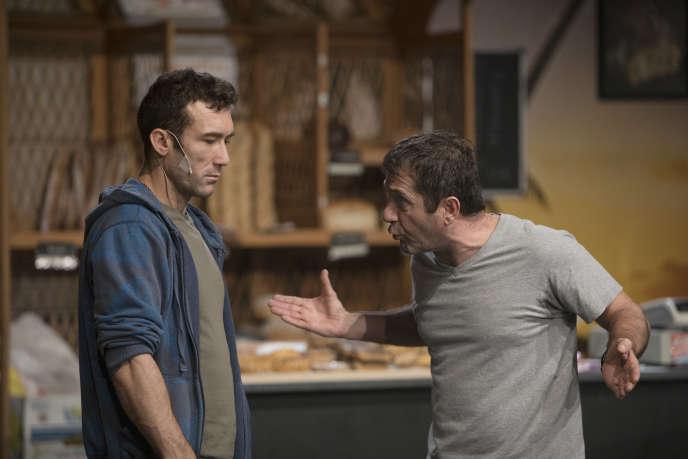 Michel Chirouse dit Mich du 13 (Marius) et Jean Ruimi (César) dansMarius, de Pagnol, revu par Joël Pommerat.