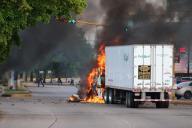 Un camion brûle dans les rues de Culiacan, dans l'état mexicain du Sinaloa, le 17 octobre.