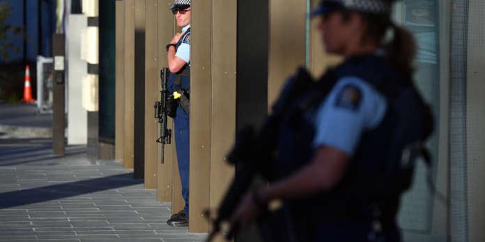 Attentat de Christchurch : la police néo-zélandaise teste des patrouilles armées dans trois régions