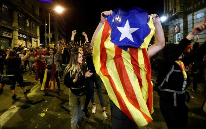 Dans les rues de Barcelone, samedi 19 octobre.