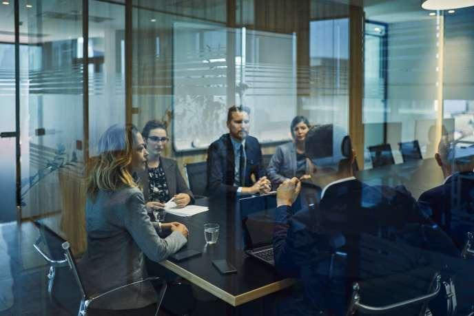 Illustration d'une salle de réunion.