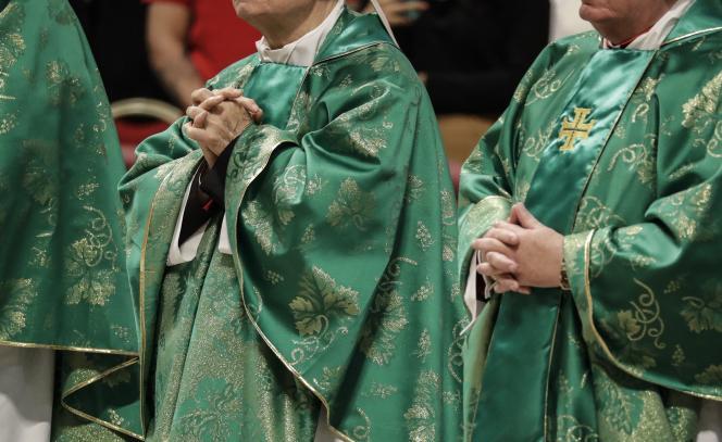 Les prélats lors d'une messe célébrées par le pape François dans la basilique Saint-Pierre du Vatican, le 20octobre.