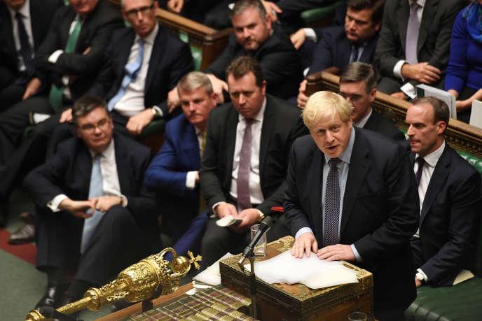 Le premier ministre britannique, Boris Johnson, devant les députés de la Chambre des communes à Londres, le 19 octobre.