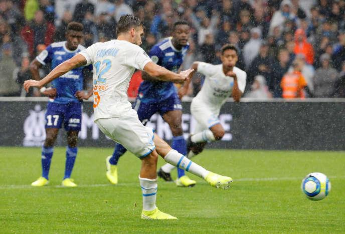 Kevin Strootman assure la victoire de l'OM en marquant le pénalty du 2-0 contre Strasbourg, à Marseille, dimanche 20 octobre.