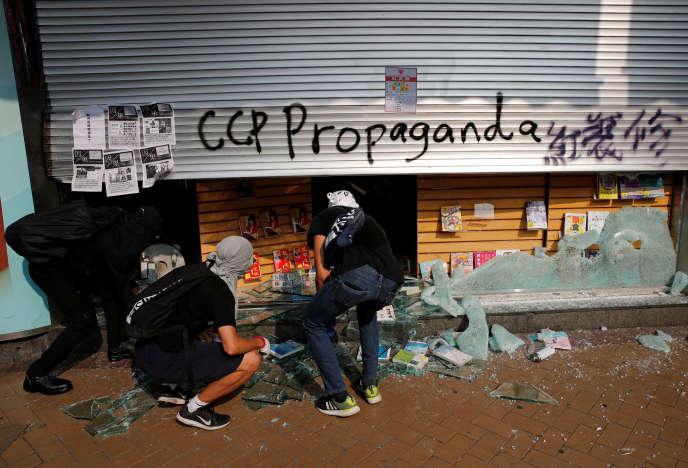 Une librairie chinoise vandalisée à Hongkong, le 20 octobre.