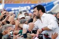 Matteo Salvini prend un bain de foule lors d'un rassemblement de l'opposition de droite, à Rome, le 19 octobre.