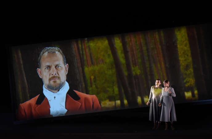 Thorsten Grumbel, Chiara Skerath et Johanni van Oostrum au Théâtre des Champs-Elysées dans« Le Freischütz».