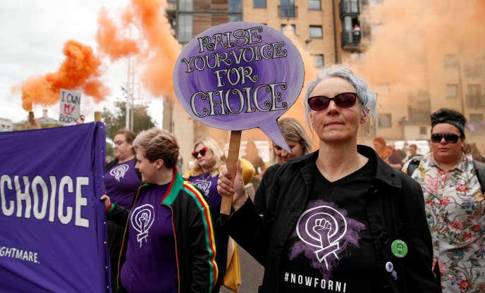 Des militants pro-choix dans les rues de Belfast, le 7 septembre.