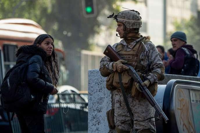 Face au soulèvement, des soldats ont été déployés dans les rues de la capitale chilienne Santiago, le 21 octobre.