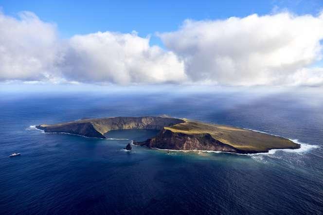 Toute activité humaine est interdite sur l'île Saint-Paul (8 km2), située dans l'océan Indien.