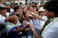 Le président bolivien, Evo Morales, lors de son arrivée au bureau de vote de Villa 14 de Septiembre, dans le Chaparé, le 20 octobre.