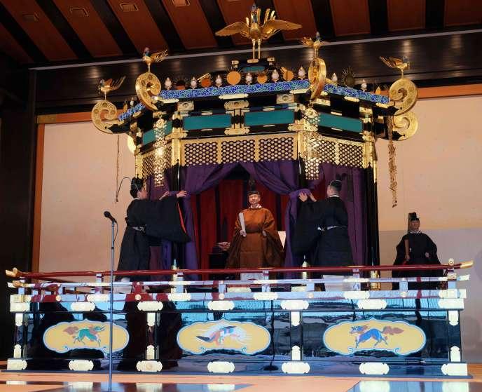 Au cours d'une somptueuse cérémonie, Naruhito a annoncé officiellement son arrivée sur le trône du Chrysanthème, le 22 octobre.