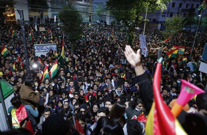 Manifestation conre les résultats annonçant une victoire d'Evo Morales dès le premier tour de la présidentielle, mardi 22 octobre à La Paz.