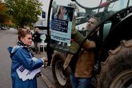 Des agriculteurs se préparent à manifester à Lyon, le 22 octobre.