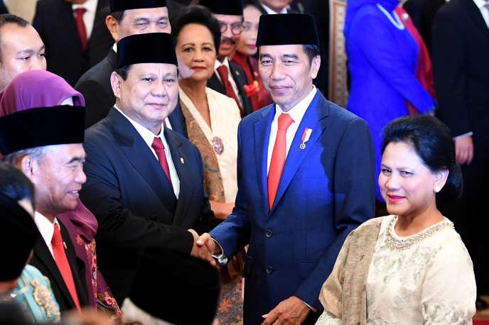 Le ministre indonésien de la défense, Prabowo Subianto (à gauche), le président indonésien, Joko Widodo, et son épouse, Iriana Widodo, au à Jakarta, le 23 octobre 2019.