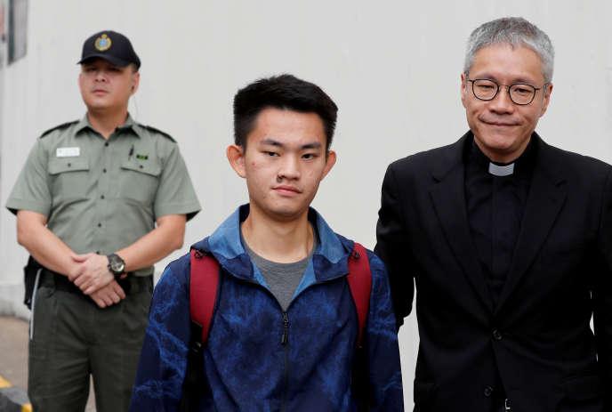 Chan Tong-kai, accusé du meurtre de sa petite amie hongkongaise à Taïwan, quitte la prison de Hongkong, le 23 octobre.