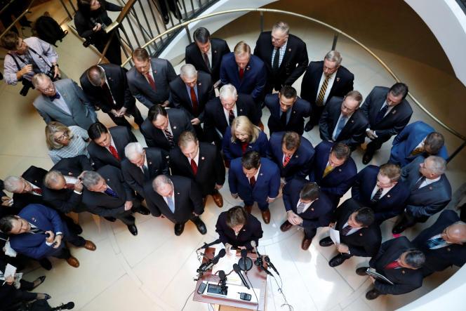 Des élus républicains parlent à la presse, à Washington, le 23 octobre.