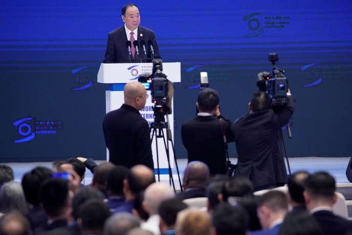 Huang Kunming, responsable de la propagande au sein du comité central du Parti communiste chinois, ouvre la sixième conférence mondiale de l'Internet, à Wuzhen, le 20 octobre.