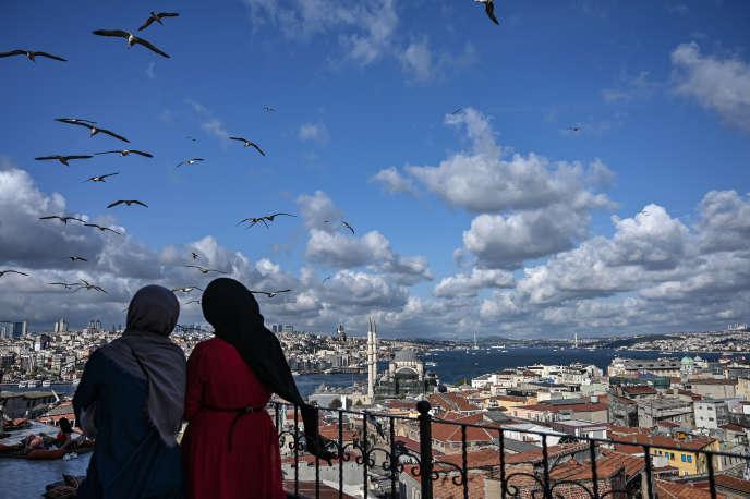 Sur la terrasse d'un café d'Istanbul, le 10 septembre.