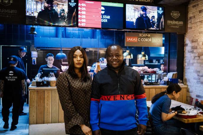 Cindy et Walter Tchassem dans un de leurs fast-foods à Moscou, le 21octobre 2019.