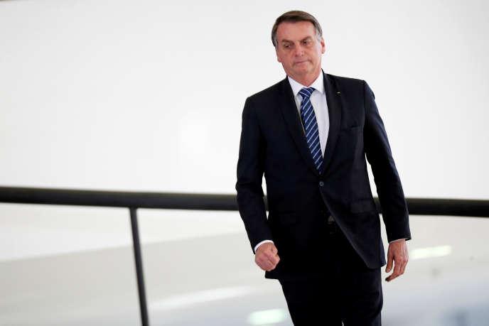 Le président du Brésil, Jair Bolsonaro, arrive au palais du Planalto, à Brasilia, le 15 octobre.