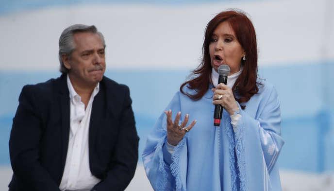 Le péroniste Alberto Fernandez et l'ex-présidente Cristina Kirchner, à Mar del Plata, en Argentine, le 24 octobre.