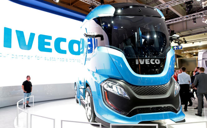 Un camion Iveco présenté au salon IAA des véhicules commerciaux, à Hanovre, le 22 septembre 2016.