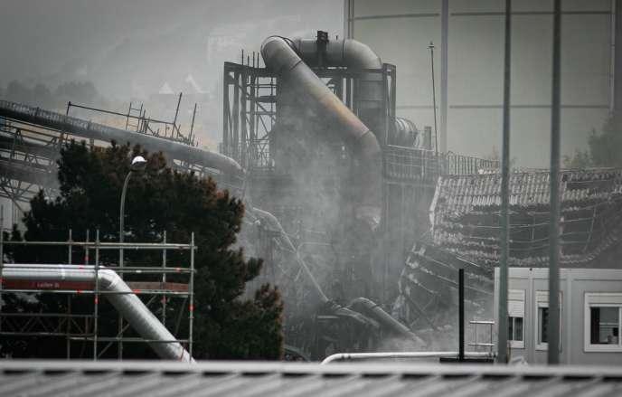 L'usine Lubrizol, à Rouen, le24 octobre 2019. Quatre semaines après l'incendie, des travaux de nettoyage sont en cours.