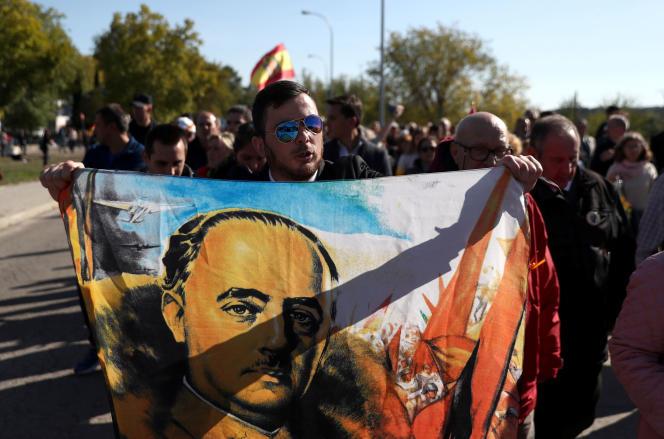 Un hommage à Franco, près du cimetière de Mingorrubio dans la ville du Pardo, en banlieue madrilène, le 24 octobre.