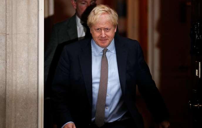 Le premier ministre britannique, Boris Johnson, à sa sortie du 10 Downing Street, à Londres, jeudi 24 octobre.